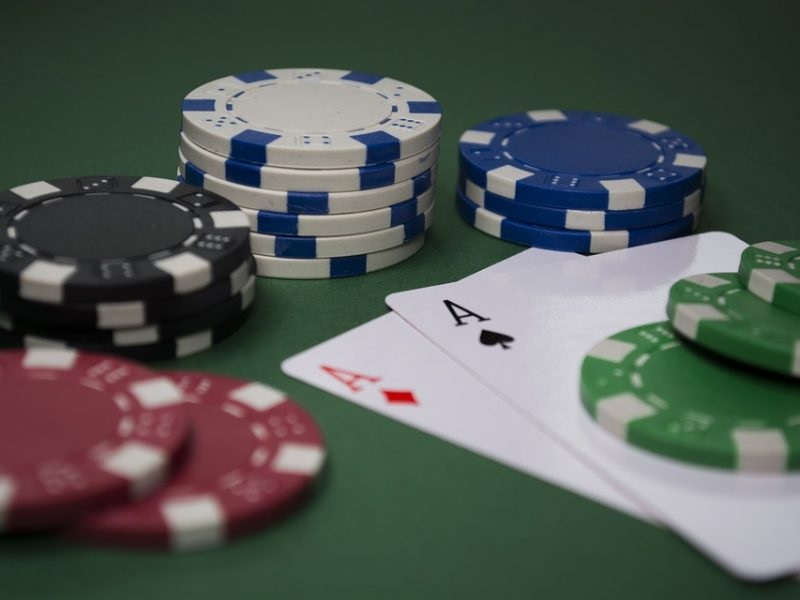 Amazing Advantages of Playing Gambling Games Online